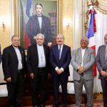 Presidente Medina sostiene encuentro de trabajo con monseñor Francisco Ozoria