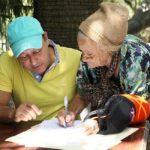 Anciana inscribe la precandidatura de Abel Martínez