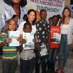 FUNDASSEN entrega útiles escolares a niños del barrio El Libertador de Herrera.