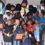 Fundaunión entrega útiles escolares a niños
