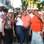 Catherine Castillo participa en Caminata con Francisco Peña