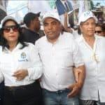 Vinicio Aquino Baila y Camina con Pegui Cabral viuda Peña Gómez en Marcha Caravana PLD-PRD