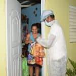 Plan Social entrega pollos, pan, tomates y raciones alimenticias a familias en SFM