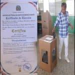 Entregan a Doña felipa Gómez certificado como Vice alcaldesa de SDO