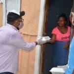 Candidato a Diputado canaliza entrega de servicios de comida en zonas vulnerables de SDO