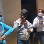 Manuela López realiza jornada de fumigación y entrega más de 500 mascarillas en Café de Herrera