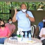 Alcalde José Andújar realiza encuentro con residentes sector Arroyo Bonito