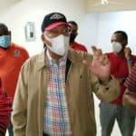 Radhamés González, director OMSA, coordina entrega comida afectados por tormenta Laura, junto autoridades en SDO