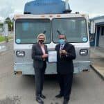 Alcalde de la Florida le dona un camión recolectór de basura a José Andújar