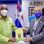 """Escritor Arsenio Hernández pone a circular obra """"El Poder Municipal"""" en el Ayuntamiento SDE"""