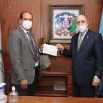 Hospital Marcelino Vélez Santana recibe donativo económico