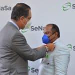 Armando Martínez recibe   reconocimiento más alto de SeNaSa por  excelencia en el servicio