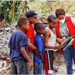 Regidora Indhira De Jesús, lleva alegría a niños del sector La Mina
