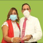 Doctor Cruz Jiminián realiza visita de cortesía al Centro Zona F  y Dra. Seleyda Lorenzo le reconoce