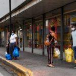 """Nueva disposición de horario es una """"estocada mortal"""" dicen comerciantes de Santiago"""