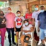 Osvaldo Rodríguez vista madre de jóvenes secuestrados en Haití