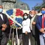 Alcalde SDO ing. José Andújar lleva Ofrenda Floral al Busto de Juan Pablo Duarte.