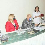 Gobernadora recibe reconocimiento durante un encuentro comunitario en Los Tres Brazos