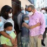 INAVI y CONANI brindan asistencia a familia de escasos recursos de SDO