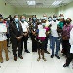 ASDE entrega 20 cheques a familias damnificadas por incendio