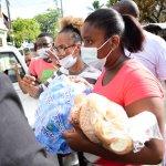 Ayuntamiento asiste a familias afectadas por incendio en Villa Duarte