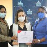 Esposa del alcalde de Haina, es reconocida por Oficina del Ministerio de la Mujer