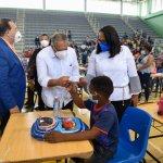 INAVI lleva ayudas a munícipes de Hato Mayor; autoridades ponderan labor de la institución
