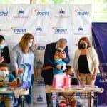 Madres y niños meritorios de San José de Ocoa reciben donaciones del INAVI