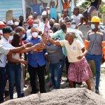 ALCALDÍA DE HAINA, INICIA CONSTRUCCIÓN DE ACERAS Y CONTENES EN EL CACIQUE