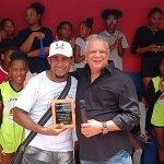 Por sus aportes al fomento del deporte, Escuela de Voleibol de Herrera reconoce al administrador general del INAVI Juan Ysidro Grullón García (Félix Grullón)